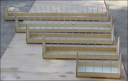 Wyposażenie i akcesoria do hodowli - Karmidło druciak 100cm (sklejka) (1)